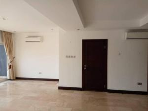Beautiful 3 en-suite bedrooms with staff room for rent